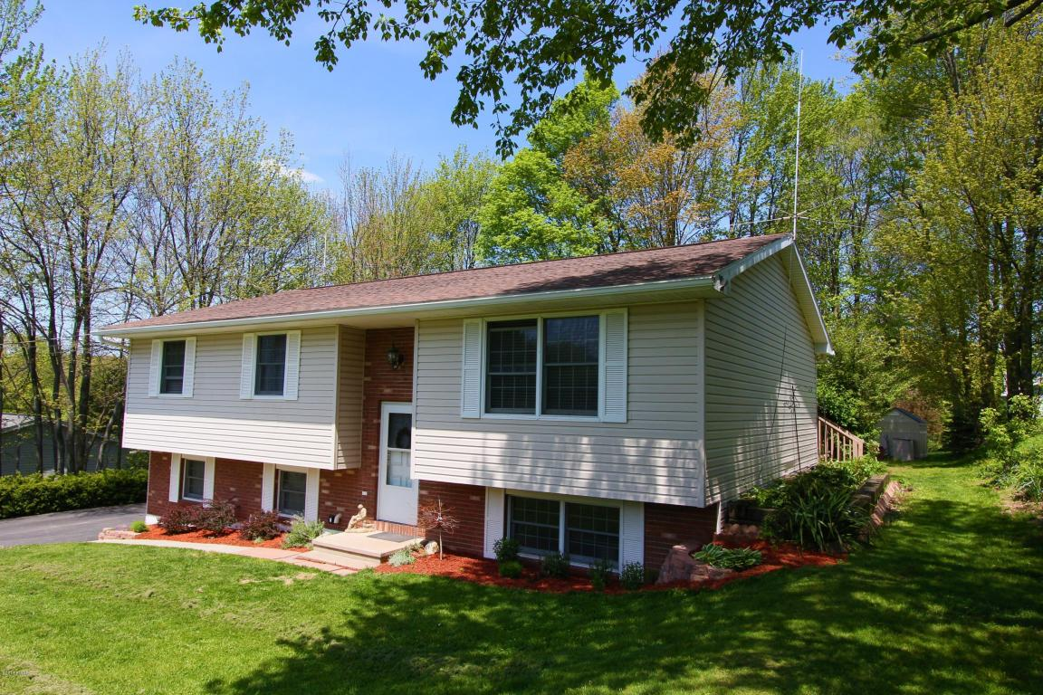 Hollow Drive, Roaring Brook- Stunning Contemporary on Landscaped Parcel