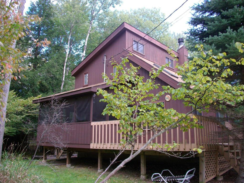 1267 Brookfield Road - Charming Hideout Saltbox