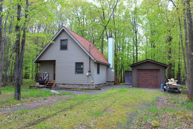 RECENTLY REDUCED!! This Chalet Located in the Hideout Could Be Yours Today! Featuring 2 Bedrooms, a Sleeping Loft, and 2 Bathrooms, There is Plenty of Room for All! This Home Was Built on the Lot Turned Around to Maximize the Wooded Setting. New Siding is