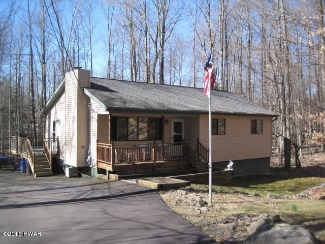 NEW LISTING ! Lake Wallenpaupack -Ranch - Community Access to Beaches,Pools,Clubhouse,