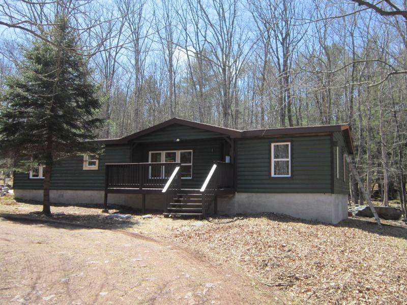 JUST REDUCED !! Masthope Mountain - 5 Bedrooms, 2 Baths,Resort Community Including, Horses, Skiing, Pools, Lake Access, Delaware River Access, Boating, Fitness