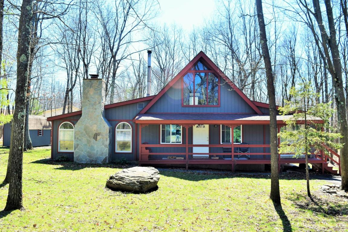 NEW LISTING - Tanglwood North - Chalet with Open Floor Plan, 4 Bedrooms, Wood Stove, Fireplace, Deck, and Much More !!