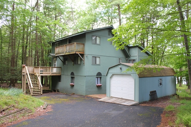 RECENTLY REDUCED!! ~~~LAKEFRONT~~~ This Contemporary Salt Box Home is Located on Lake Tanglwood and is Move In Ready! This Home Features 4 Bedrooms and 2 Bathrooms. Plenty of Space for Entertaining in the 2 Large Family Rooms. Enjoy the Sunset From Either