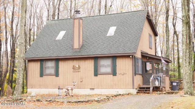 RECENTLY REDUCED! This 3 Bedroom, 2 Bathroom Skyview Lake Chalet is a Great Home to Use as a Vacation Home or to Raise Your Family! Enjoy Nature at it's Finest From the Deck or Delight in the View Without the Elements from the Sun Room. Close to Promised