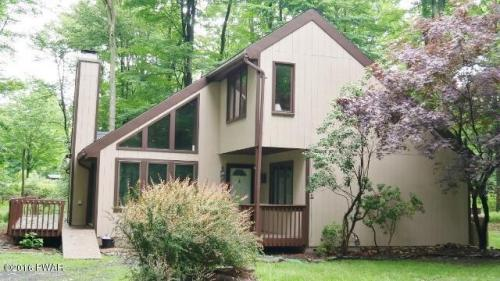 RECENTLY REDUCED !! Contemporary Home with 3 Bedrooms, 3 Baths with a Little Over 1 Acre of Land. Updated Kitchen with Granite Counter Tops, Stove and Sink. Plenty of Sunshine in and on the Property which is only Emphasized by the Large Windows on This Ho