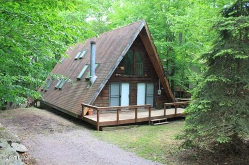 NEW LISTING!! This A-Frame Chalet Located in the Hideout Could be Yours! The Large Addition on The Rear of the Home Features Real Wood Tongue & Groove Walls, Anderson Windows, and Adds a Family Room, Laundry Room, & 2nd Floor Bathroom. Enjoy Your Beauty S