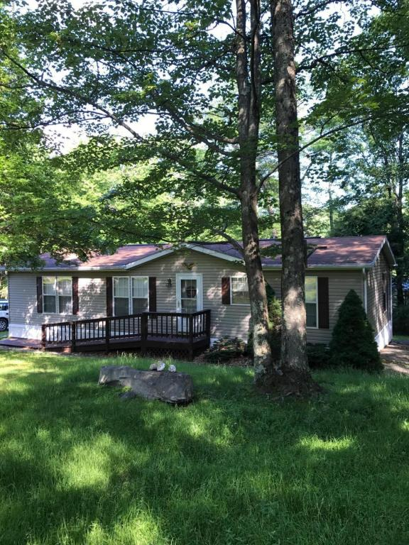 New Listing !!! This 3 Bedroom, 2 Bath Home is the Perfect Country Get Away yet, has all the Benefits of Community Living ! Colette Trail New Listing is a Must See!!