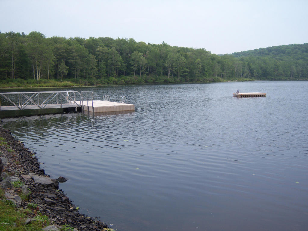 Cobb's Lake Preserve Lot