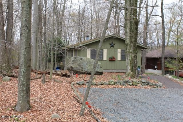 New Listing !! Lake Ariel - Hideout - Privacy in the Woods, Plus All the Amenities Lakes, Fishing, Beaches, Pools, Golf, Skiing -