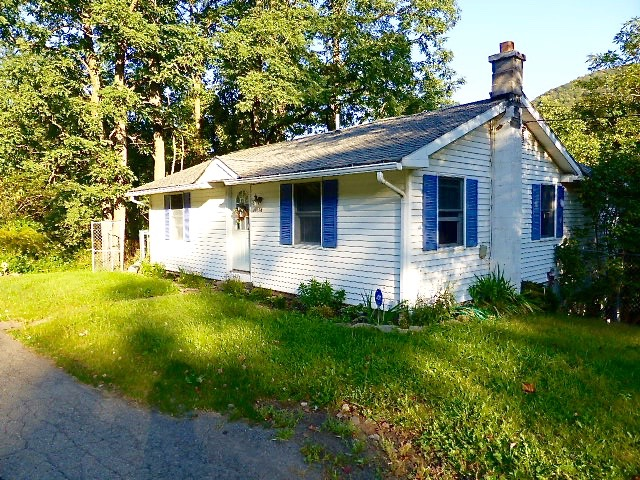 Joanne Callahan Callahan Catskill Real Estate Closes Another One of Her Listings in Walton NY!