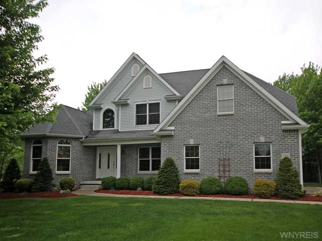 Beautiful 2 story Elegant home on 1.5 acres of land - 7116 Goodrich Road, Clarence