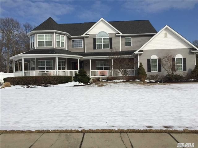 Welcome Home!! 17 Dandelion Court, Lake Grove, NY 11755