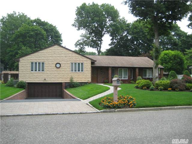 Impeccably Maintained Nesconset Home with Granite Counters!!