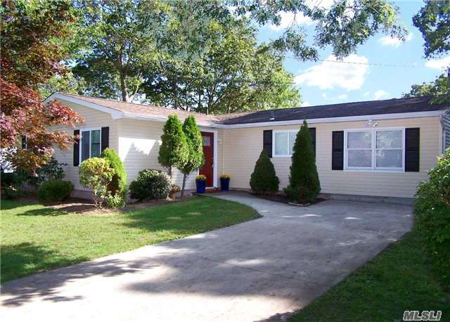Just Listed! Newly Renovated 4 Bedroom Ranch in Shirley!