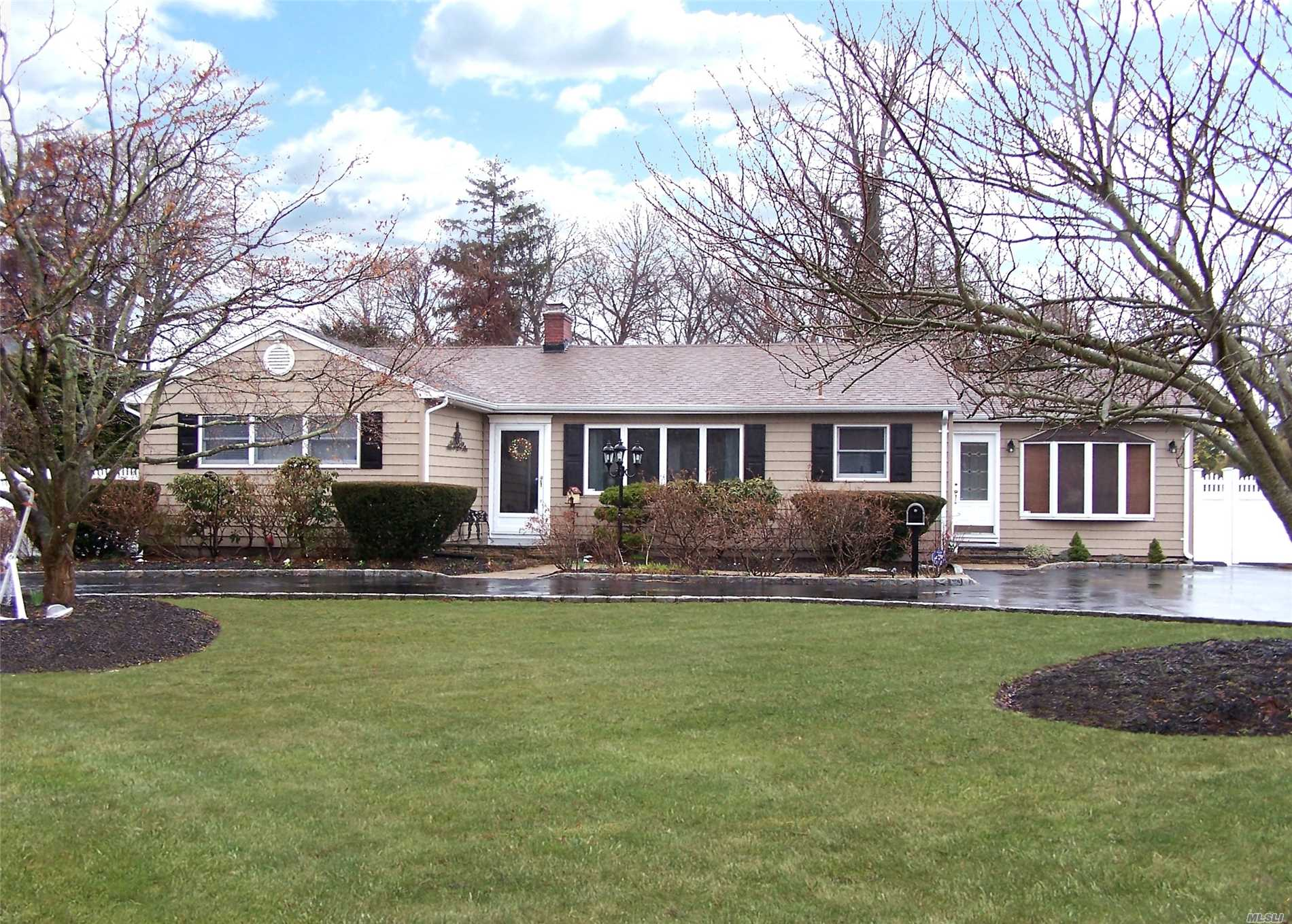Just Listed! 3 Bedroom Ranch in Bayport!