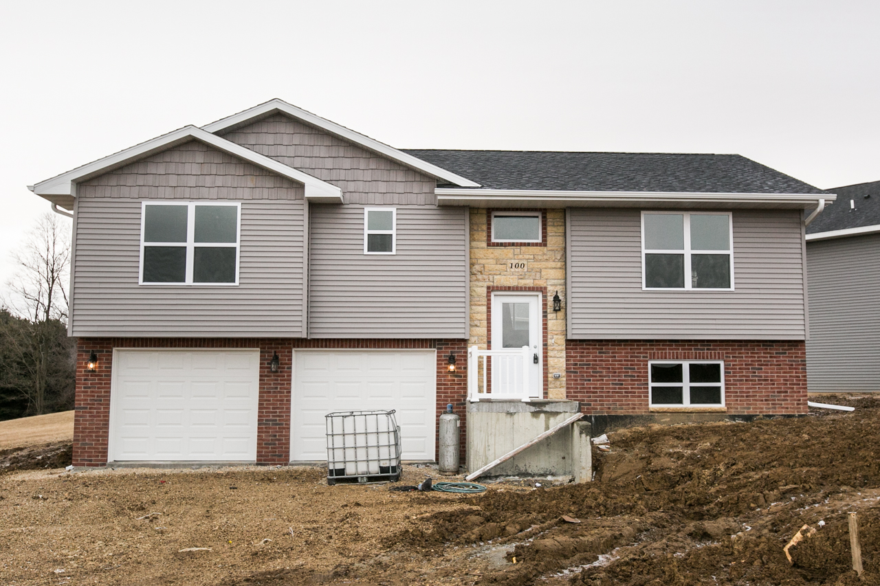 OPEN HOUSE| SUNDAY, March 11th ~ 12:00-1:00PM  || 100 N. Diamond Ct., East Dubuque, IL