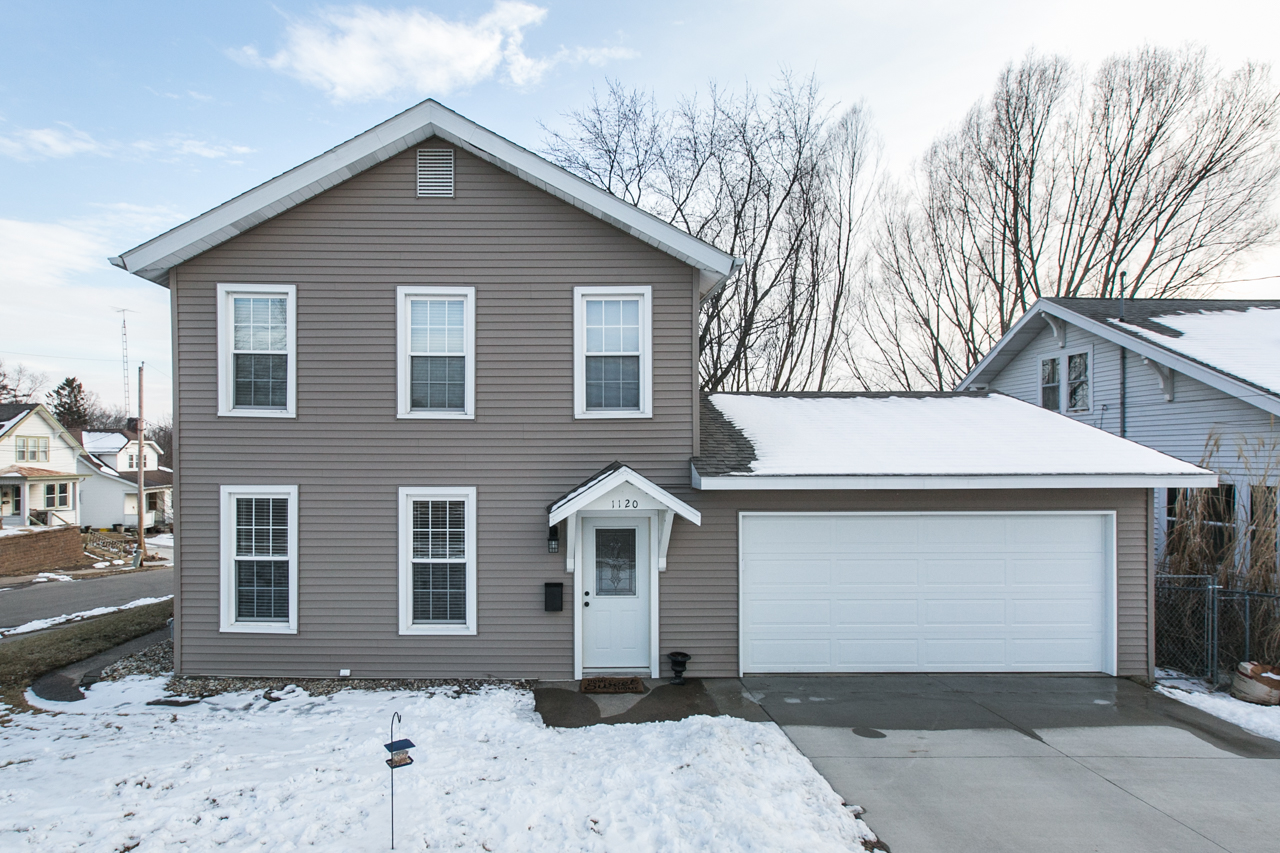 NEW LISTING    OFFERED BY GWEN KOSEL 1120 W 5th St.