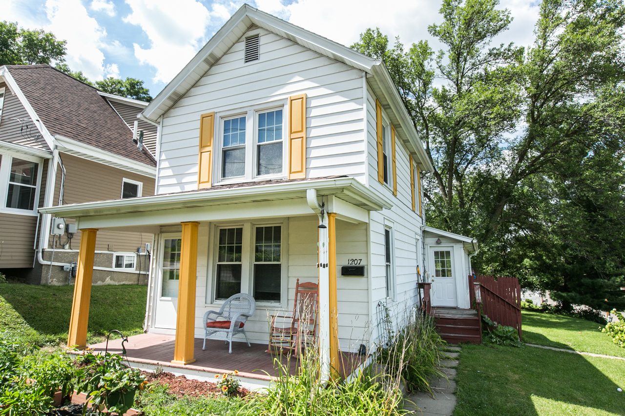 !!NEW LISTING!! Offered by Jason Conrad | $112,500| 1207 Loras Blvd, Dubuque IA
