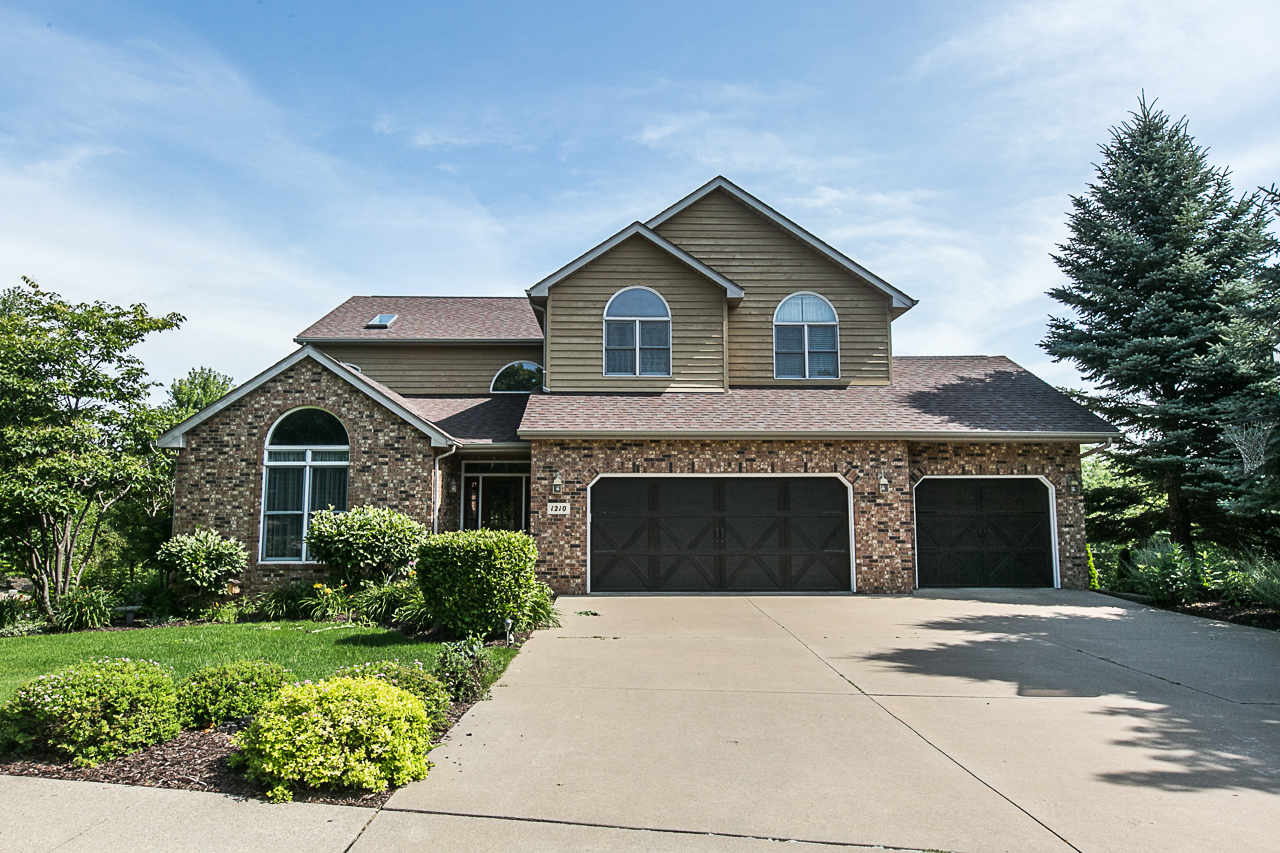 !!!PRICE REDUCED!!! Stunning Must See 2 Story!