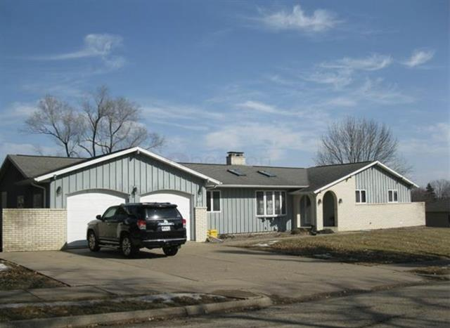    NEW LISTING     OFFERED BY KATIE FERRIS 3565 Seville Dr.