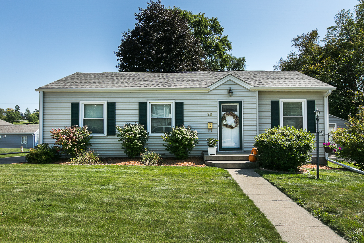 New Listing || MUST SEE charming ranch!|| 20 Jenni Street, Dubuque IA