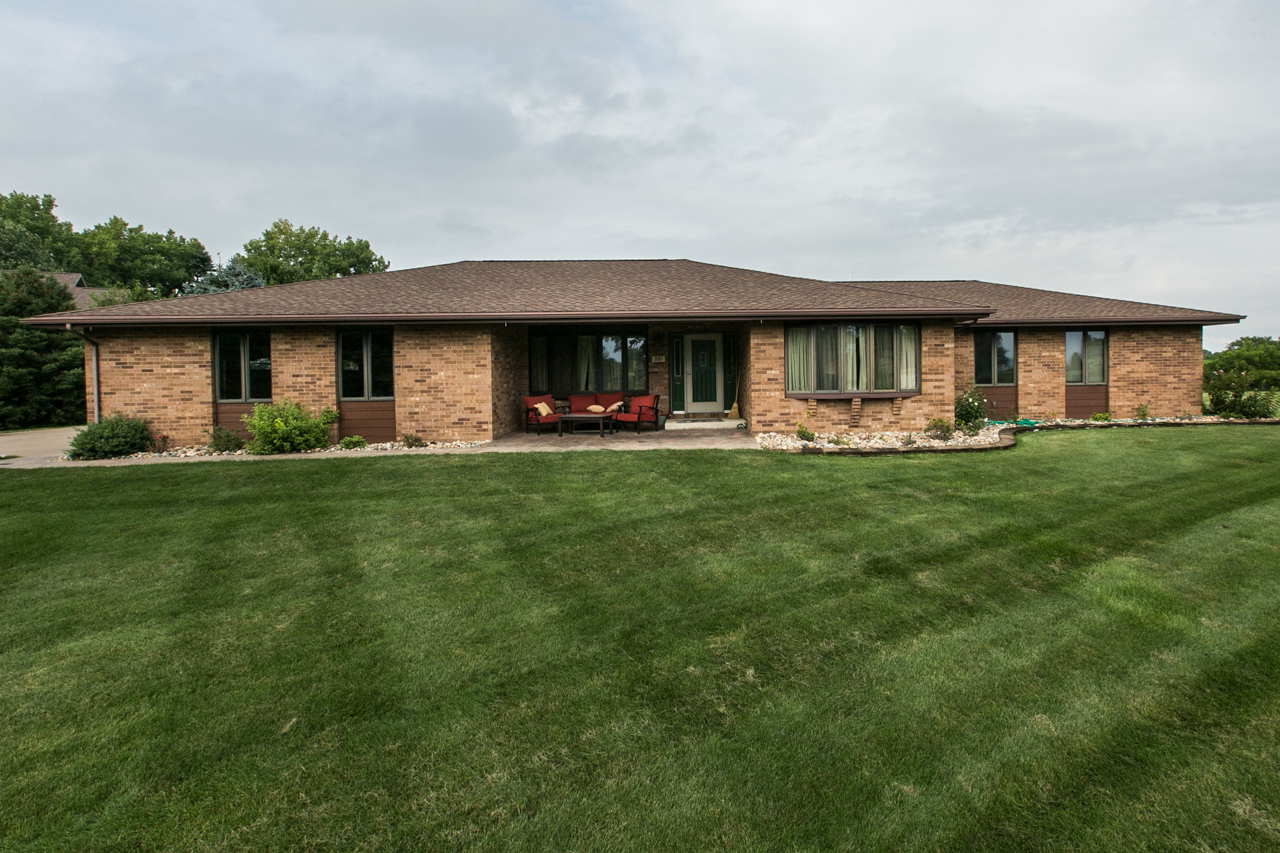 OPEN HOUSE| SUNDAY, DECEMBER 10th ~ 12:30 PM - 1:30 PM  || 201 Parklane Drive, East Dubuque, IL