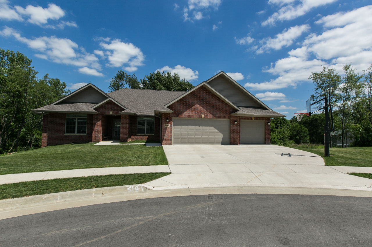 !!!NEW LISTING!!!  $319,000    2140 Cobalt Ct, Dubuque IA    Offered by Jason Conrad