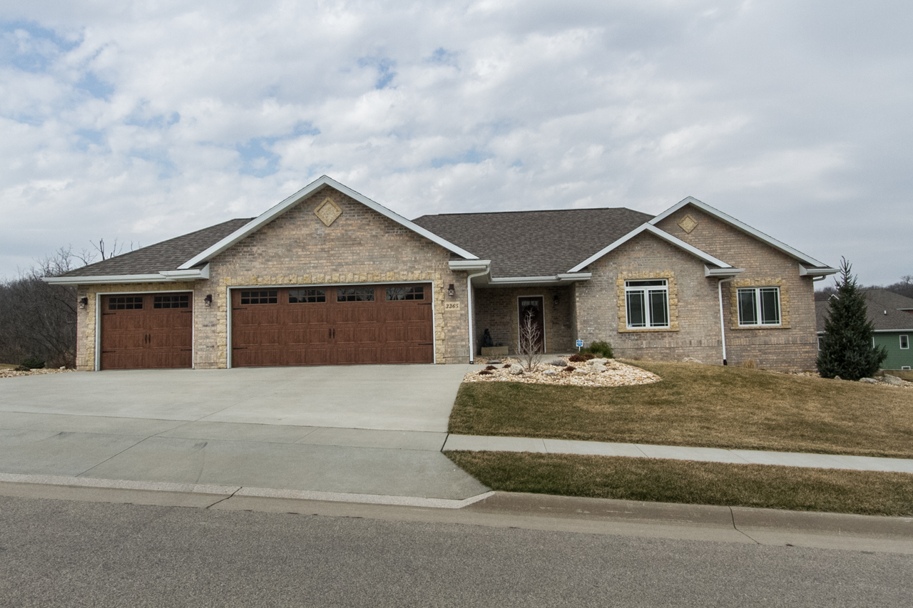 New Listing| Offered by Angie Mozena 3365 Hibiscus Ln, Dubuque IA