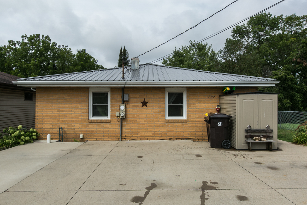 !!!NEW LISTING!!!   Offered by Jason Conrad     $124,900  737 Livingston Court, East Dubuque IL