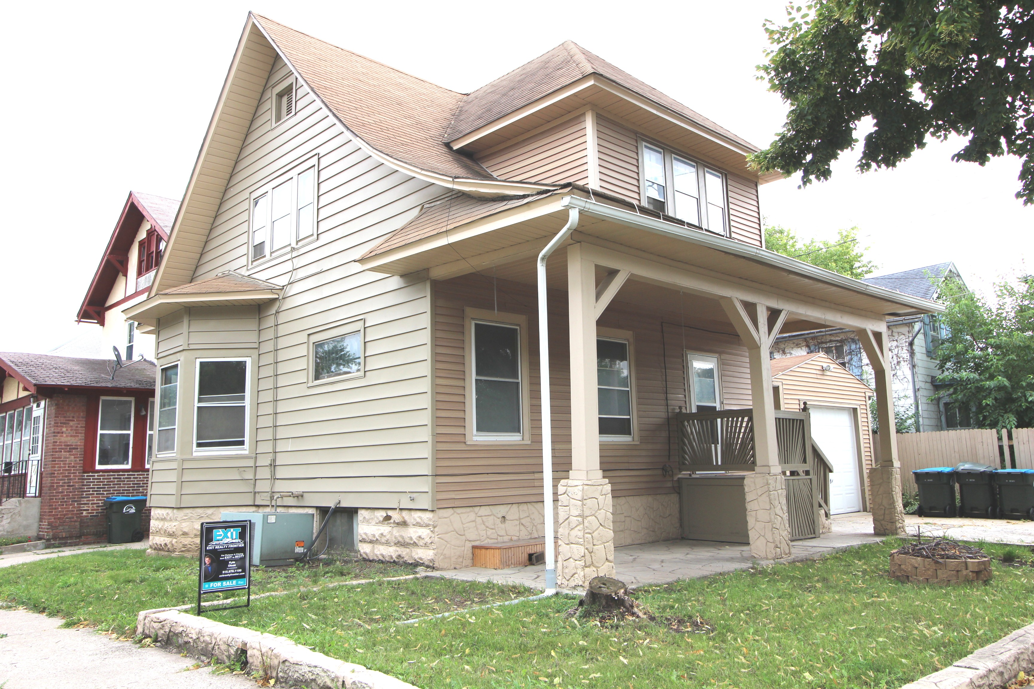 Centrally located 2 Story Home ~ 509 North 14th Street Fort Dodge, IA