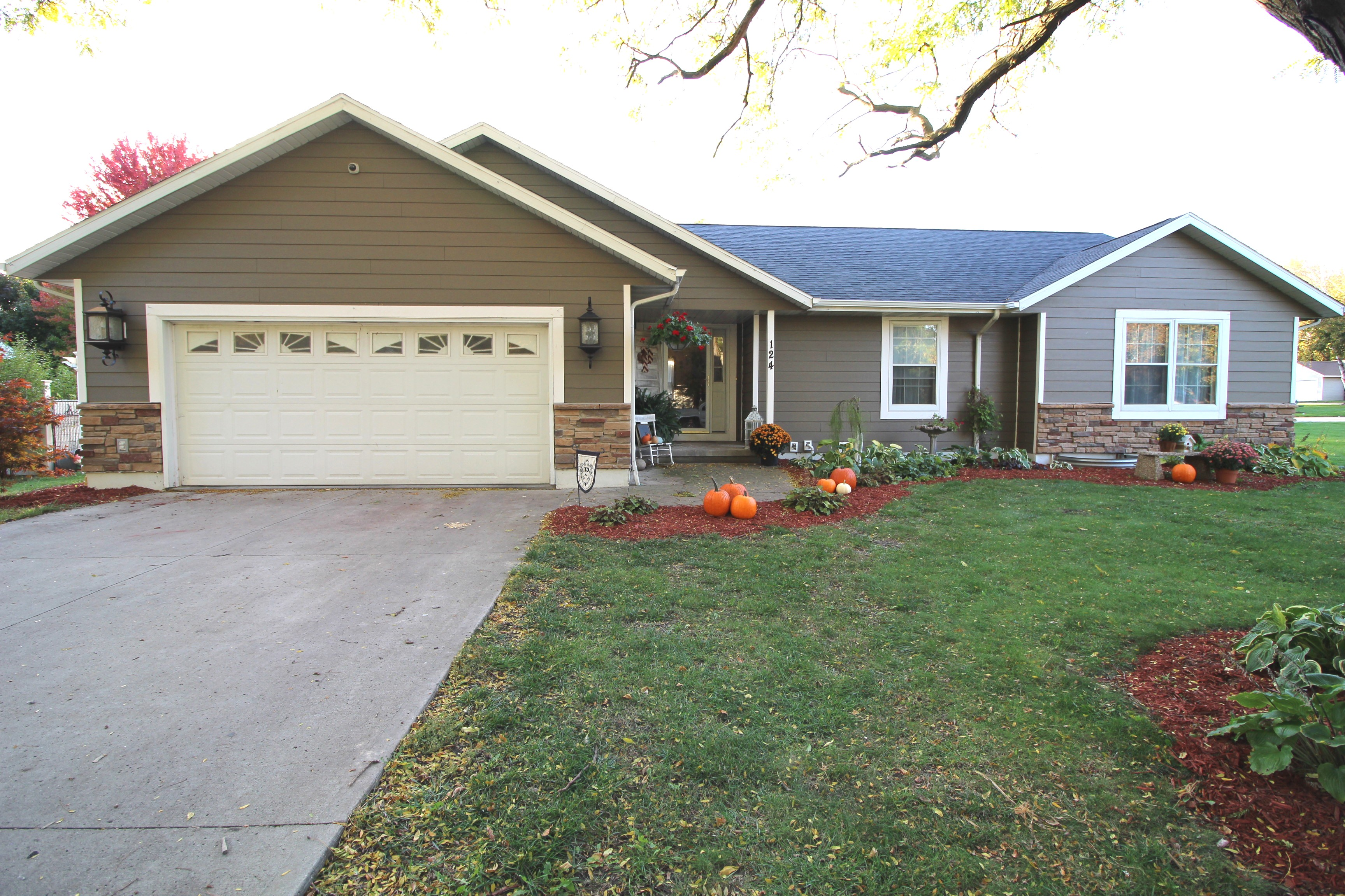 GORGEOUS Badger Ranch Home~ 124 4th Street SE. Badger, IA 50516