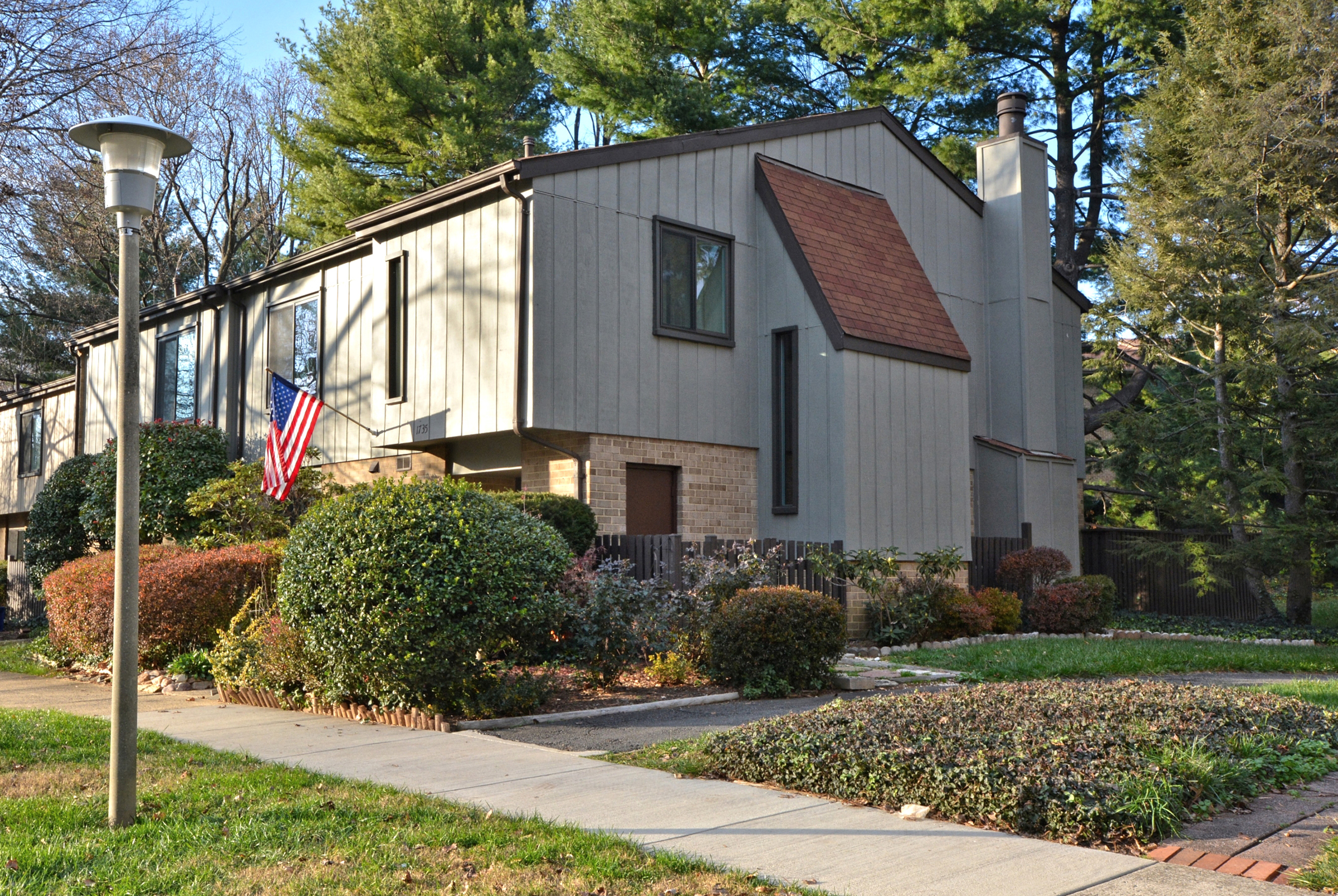 Just Listed! Spotless 4 Bed End Unit Townhome in the Center of Reston ~ $360,000