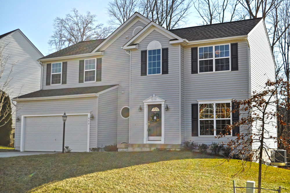 Like New! 3 Finished Level Colonial in Culpeper Redwood Lakes Community