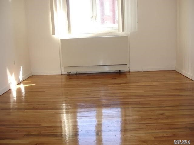 Bright and Sunny Forest Hills Rental in a Great Location