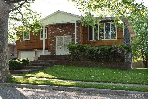 Sold: 1098 Westwood Rd, Hewlett, NY 11557