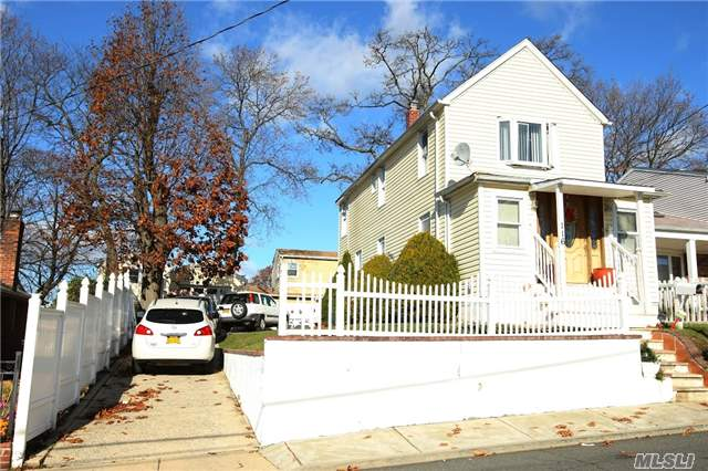 Sold: 116 Arthur Ave, Floral Park, NY 11001