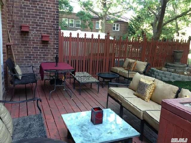 Briarwood: Spacious One Bedroom with Patio
