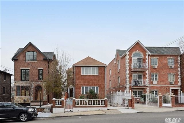 Sold: 20-57 49th St, Astoria, NY 11105