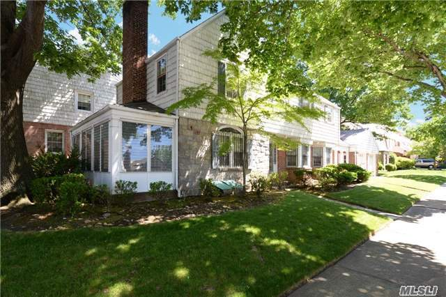 Elegant Colonial in Jamaica Estates