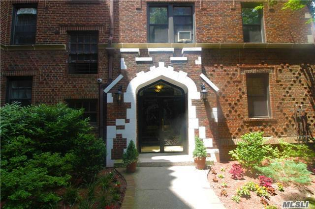 Cheerful Bright Apartment for Sale in Forest Hills