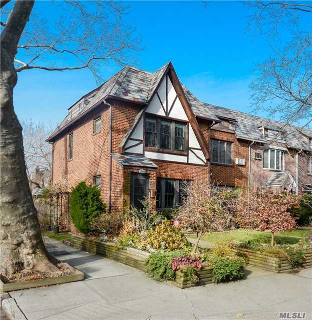 Sold: 96-01 68th Ave, Forest Hills, NY 11375