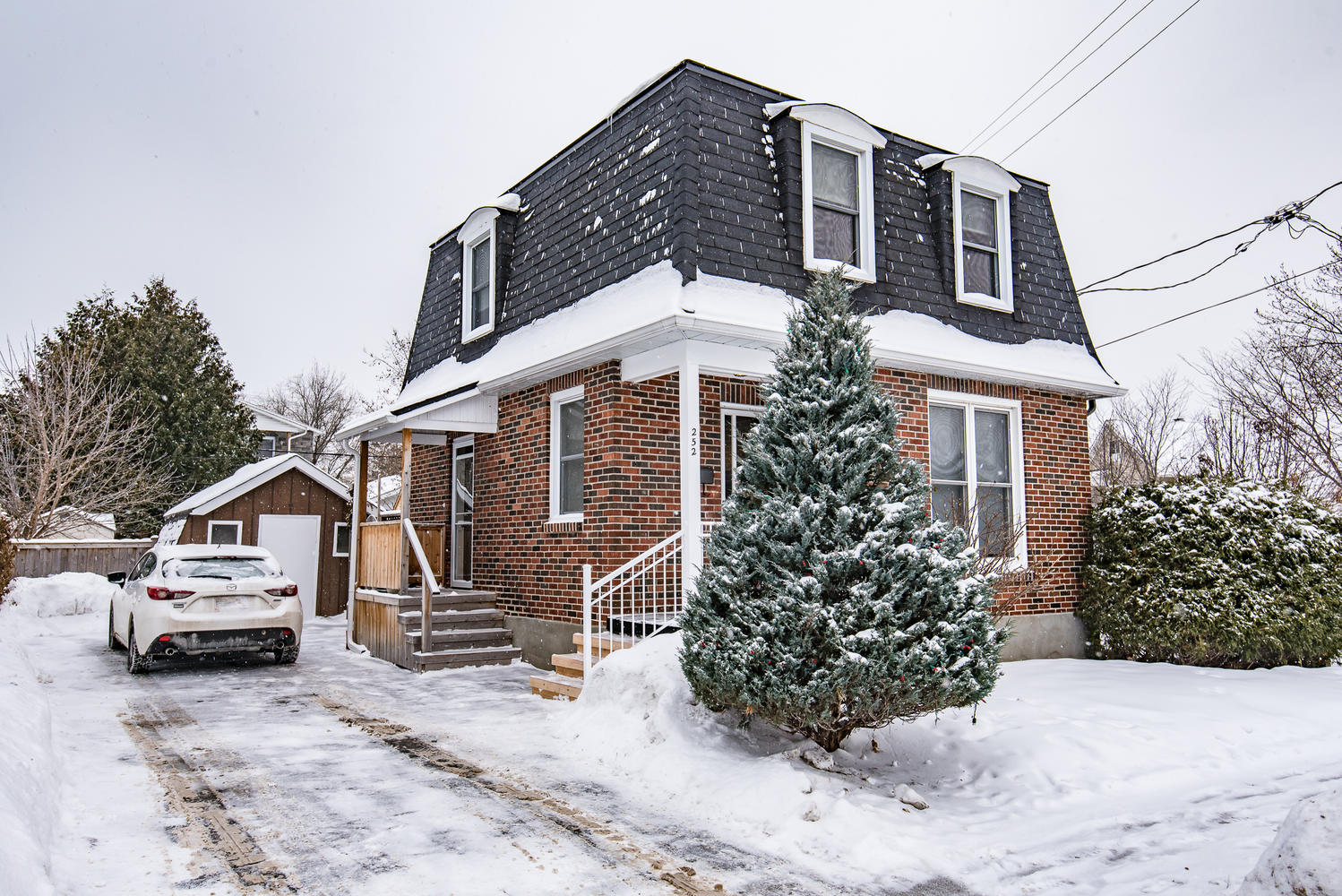 SOLD in 9 Days for over list price!!  252 Olmstead Street, Ottawa