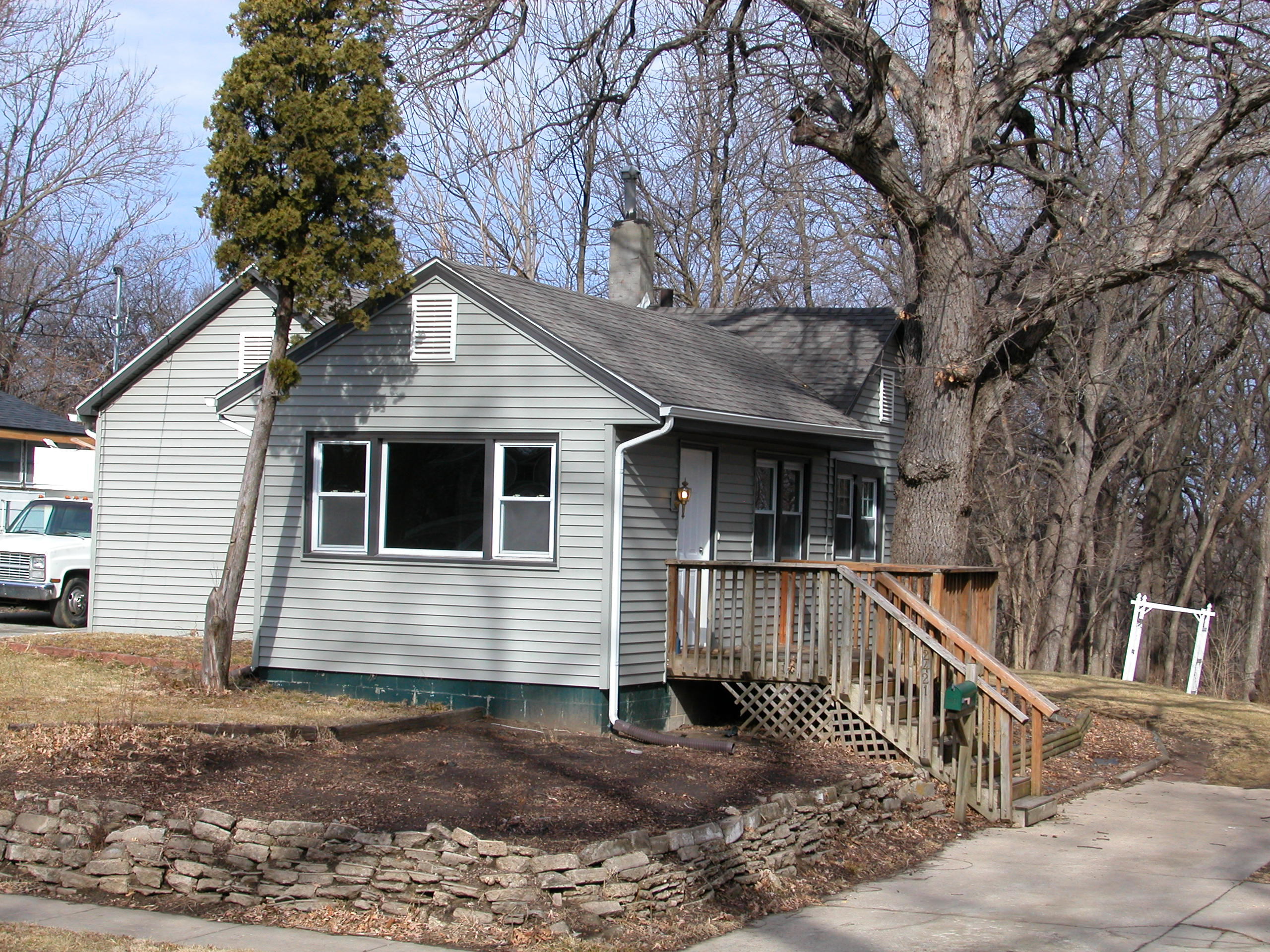 Home For Sale at 2421 Franklin Ave, Des Moines, IA 50310