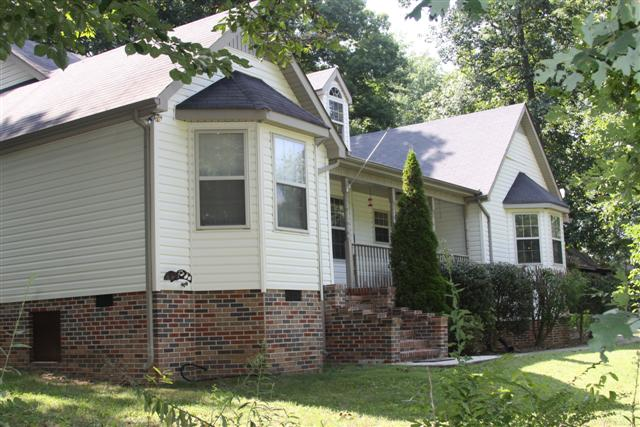 REAL ESTATE AUCTION - MANCHESTER TN 8/13/11