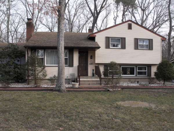 100 Satauket Trail Medford Lakes NJ 08055 Residential home Real Estate For Sale in New Jersey