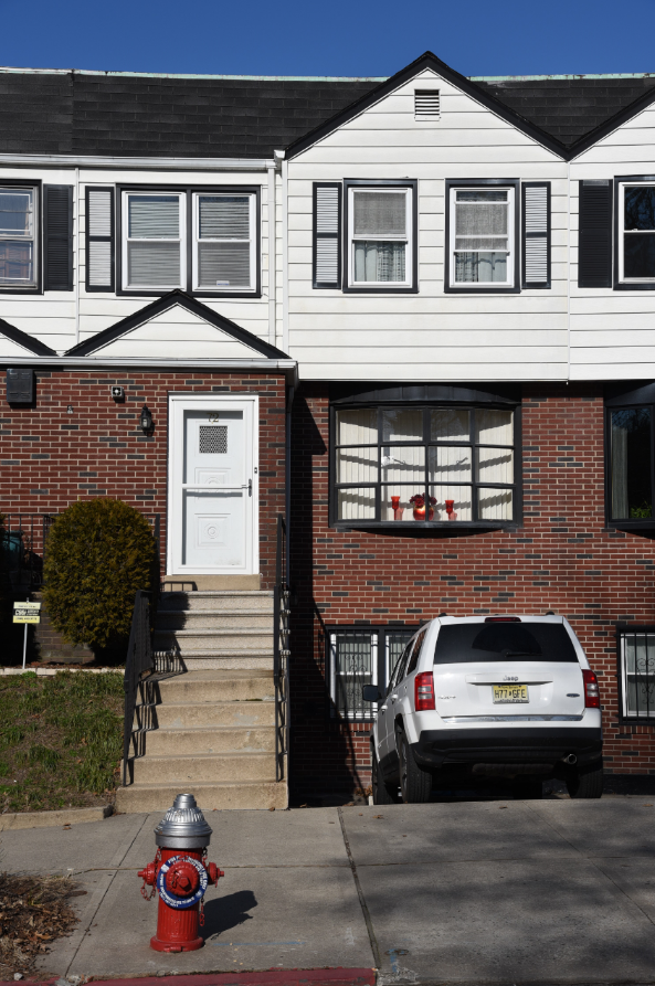 72 Bentley Ave, Must See!!! Located on Doctor's row. Close to Lincoln Park.