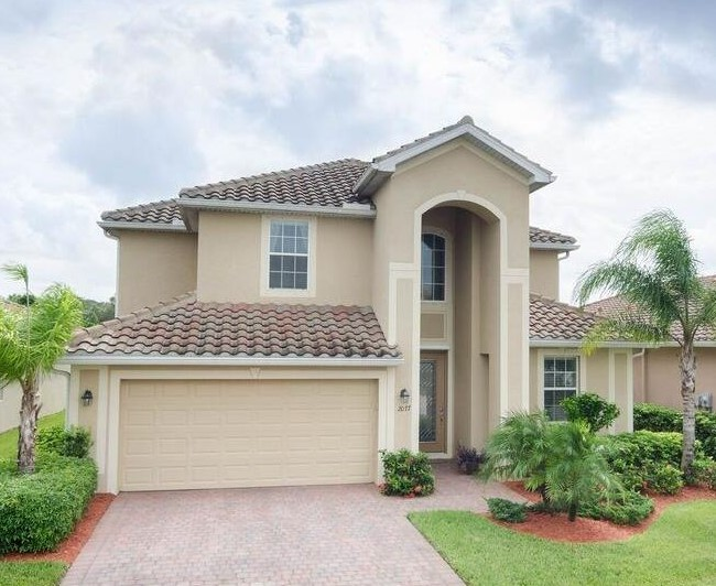 2077 Fairmont Ln Naples, FL 34120