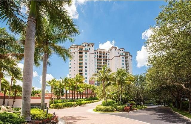 445 Cove Tower Dr Naples, FL 34110