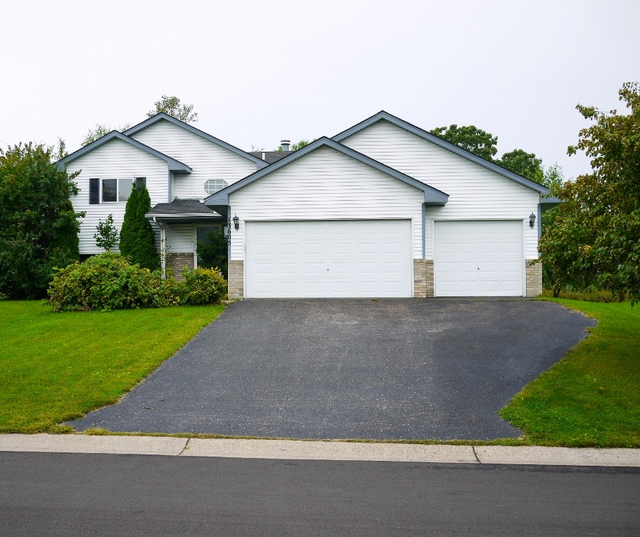 JUST LISTED! 13605 58th Avenue N, Plymouth, MN 55446